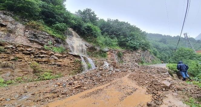 Aşırı Yağış Sonrası Yollar Kapandı